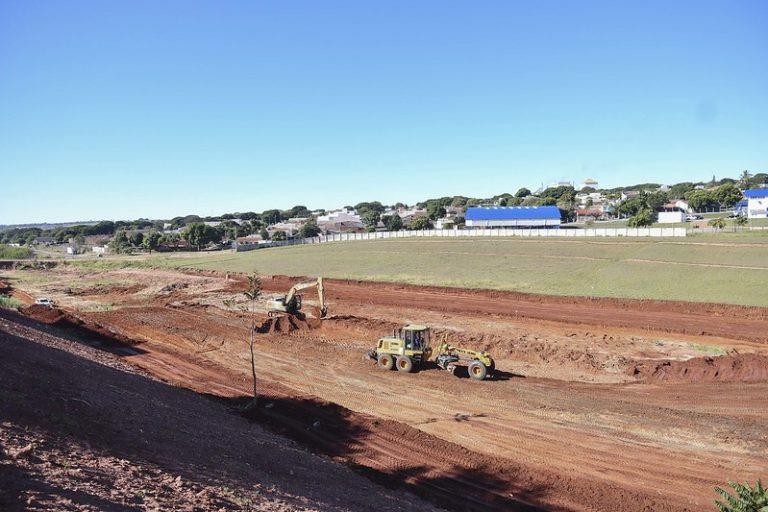 Obras do parque ambiental no antigo Poliesportivo avançam