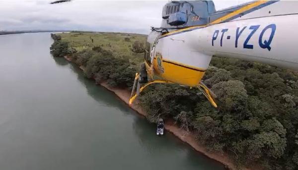 PRF e PF apreendem lancha com 376 kg de maconha no Rio Paraná