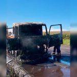 Incêndio destrói cabine de caminhão na PR-486, em Brasilândia do Sul