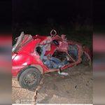 Batida frontal entre carro e carreta mata homem na PR-323