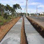 Parque urbano em implantação no Primeiro de Maio já recebe calçadas