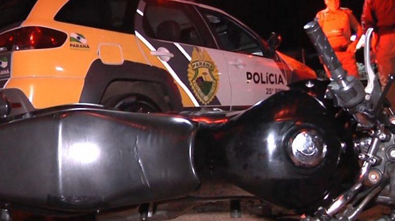 Acidente entre duas motos e um carro deixa dois feridos em Umuarama