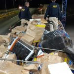 PRF apreende R$ 6 milhões em contrabando escondido em carga de milho no Paraná