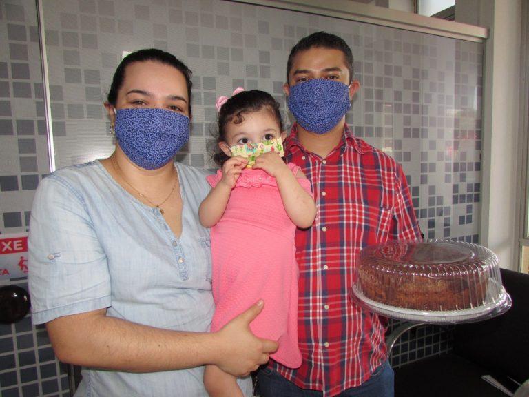 Família comemora recuperação de menina diagnosticada com pneumonia grave em Umuarama