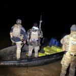 Polícia apreende embarcação com quase meia tonelada de maconha no Rio Paraná