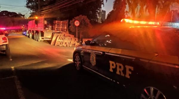 Polícia apreende mais de 1,2 tonelada de maconha em caminhão de idosos