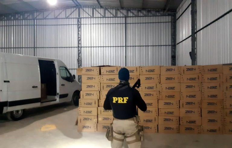 PRF localiza depósito com 320 mil maços de cigarros contrabandeados em Guaramirim