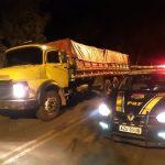 PRF apreende caminhão com R$ 900 mil em cigarros contrabandeados em Guaíra