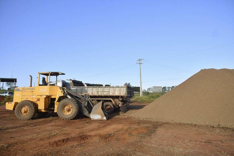 Município distribui mil toneladas de adubo orgânico para a agricultura familiar