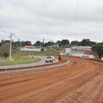Prolongamento da Avenida Portugal até a PR-482 já recebe meio-fio e solo cimento