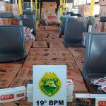 Ônibus carregado com mais de oito mil maços de cigarros é apreendido em Assis Chateaubriand