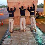 PRF apreende caminhão carregado com mais de 600 kg de maconha em Guaíra