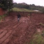 Enxurrada de lama invade casa durante temporal em Umuarama