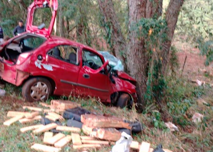 Motorista morre e passageira é presa após sofrerem acidente com carro carregado de maconha