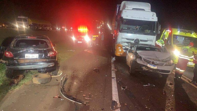 Acidente grave envolvendo cinco veículos deixa feridos na BR-277