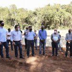 Secretário Márcio Nunes e Pozzobom iniciam reflorestamento em área recuperada no bosque