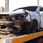 Carro com cigarros e marca de tiro é encontrado incendiado em Mariluz