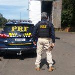 Polícia apreende caminhão de mudança com 150 mil maços de cigarros na BR-376