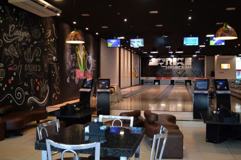 Strike Boliche oferece lanches, porções, bebidas e muita diversão em Umuarama