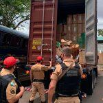 Caminhão com 810 caixas de cigarros é apreendido pela PM em Engenheiro Beltrão