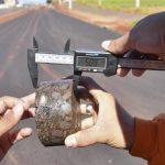 Prefeitura avalia qualidade do asfalto na Avenida Portugal; obra está avançando