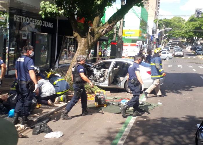 Motorista envolvido em acidente na avenida Paraná pode responder por homicídio doloso, diz delegado