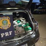 PRF recupera veículo roubado e apreende mais de 600 quilos de maconha na PR-277