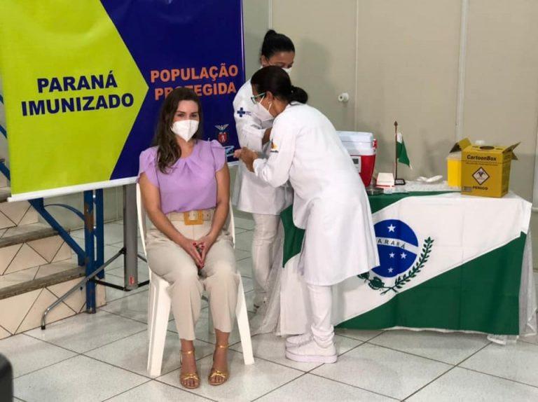 'Com os profissionais de saúde imunizados conseguimos ter força e esperança', diz médica vacinada contra Covid-19