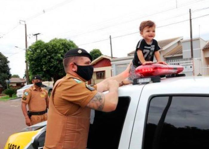 Bebê engasgado é salvo após orientações de policiais por telefone em Pérola