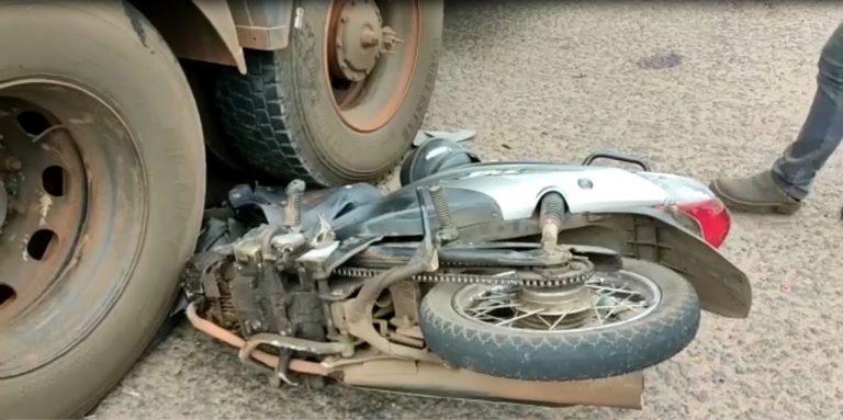 Motociclista fica ferido ao bater em carreta na rodovia PR-323