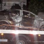 Carro carregado com cigarros pega fogo após capotar em Umuarama