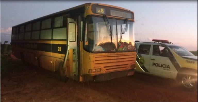 PM apreende ônibus escolar carregado com cigarros contrabandeados