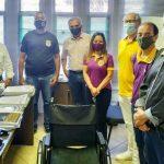 Grupo de amigos arrecada cadeiras de rodas para instituições de Umuarama