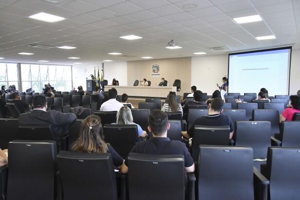 COE atualiza informações da pandemia e orienta profissionais da educação
