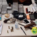 PM apreende mais de quatro quilos de drogas e uma arma de fogo em Barbosa Ferraz
