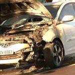 Corpo de Bombeiros é acionado após carro pegar fogo em Umuarama