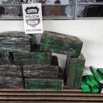 Polícia recupera carro roubado e apreende mais de 100 kg de maconha em Umuarama