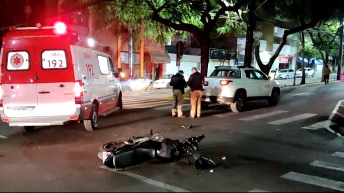 Entregador de pizza fica ferido após ser atingido por carro em Umuarama
