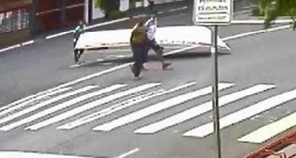 Ladrões usam carrinho de mercado para furtar barco no Paraná
