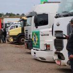 Rodovias do Paraná registram manifestação de caminhoneiros