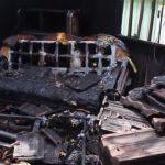 Casa fica destruída após incêndio na rua Paranapanema, em Umuarama
