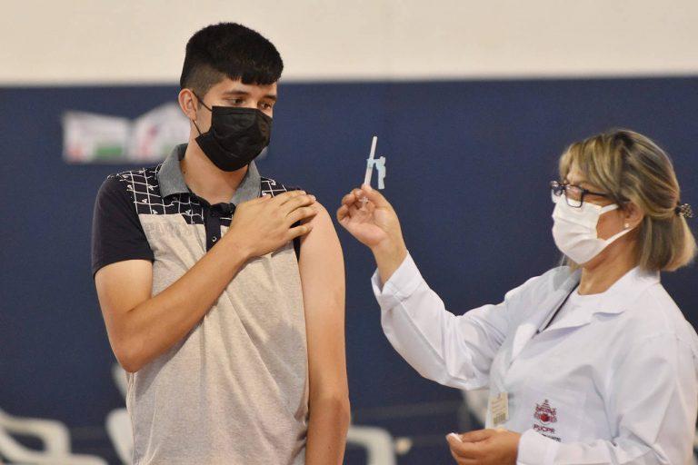 87% dos municípios do Paraná já iniciaram a vacinação de adolescentes sem comorbidades