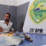Homem é preso suspeito de tráfico de drogas na Praça da Bíblia, em Umuarama